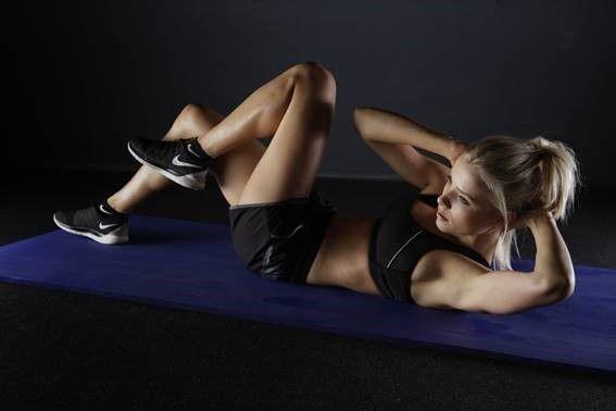 mulher exercicio em casa