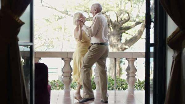shutterstock casal dançando