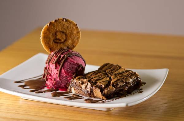 Brownie-com-gelato---CREDITO-HENRIQUE-PERON