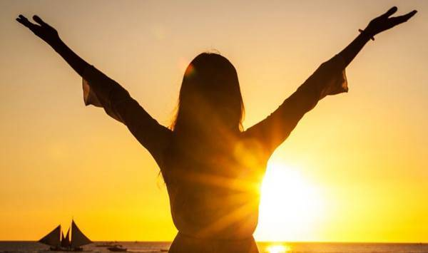 mulher sol praia
