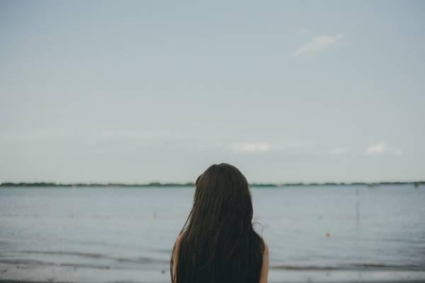 pexels mulher mar solidao tristeza