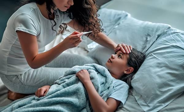crianca doente febre menina
