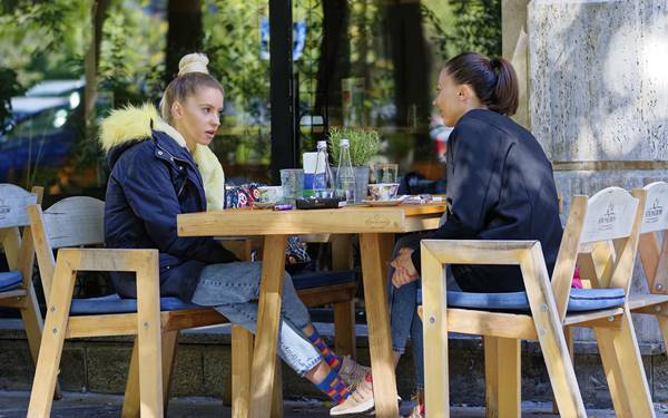 Mircea Iancu-Pixabay - restaurante mulheres ar livre