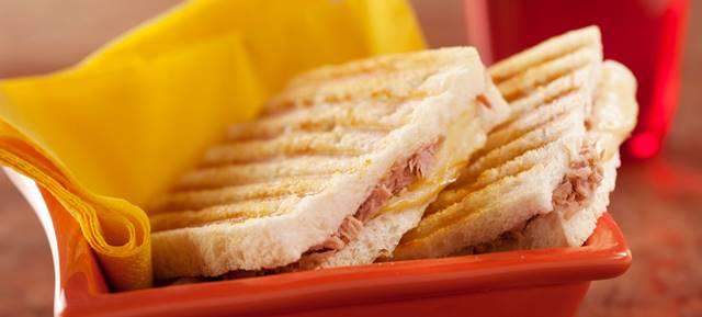 sanduiche-de-atum-refogado-provolone-e-mussarela-desktop (002)