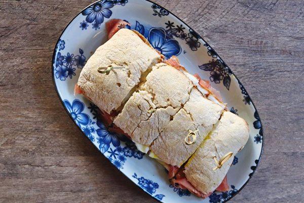 5.-Sanduiche-de-Jamon