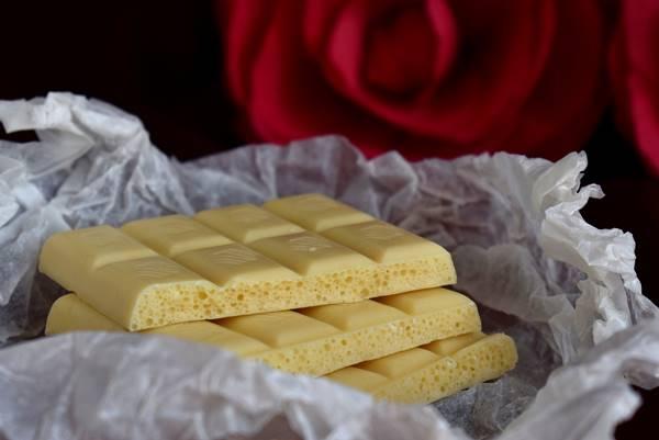 chocolate- branco Enotovyj por Pixabay