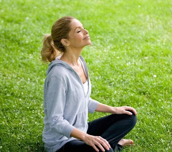 meditacao 4 mulher jardim