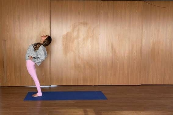yoga postura da meia roda