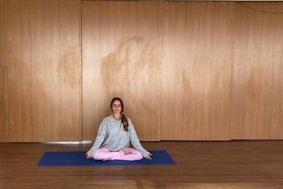 yoga postura fácil